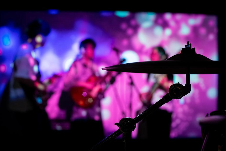 音楽スタジオでバンド練習やレコーディング