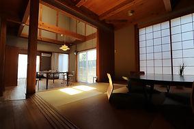 落ち着きのある和室とリビング