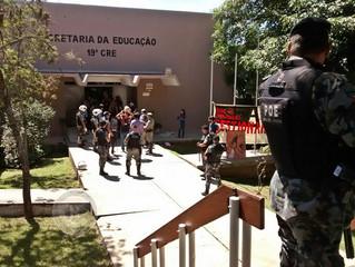 Assentados ocupam 19ª CRE contra o fechamento de escola em São Gabriel