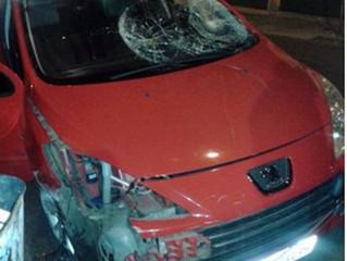 Motorista foge de barreira policial e atropela pai e filho