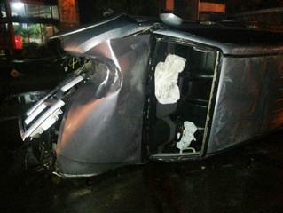 Motorista perde o controle e capota veículo na avenida João Goulart