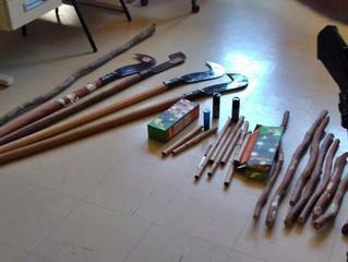 BM apreende com grupo que ocupou 19ª CRE: foices, faca, bastões e até spray de pimenta