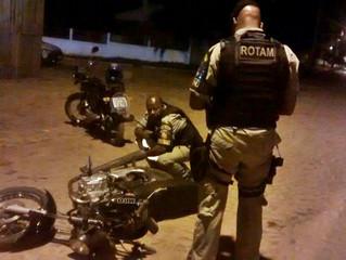 Dupla suspeita foge do policiamento, mas acaba abandonando motocicleta na Marechal Mallet