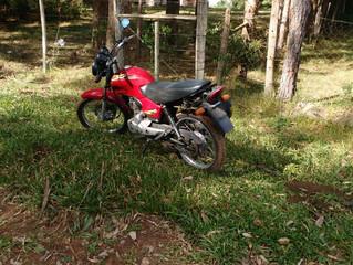 Moto furtada é abandonada na região do Prado