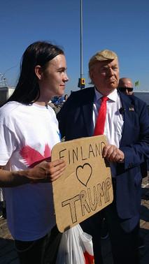 """Feikki-Trump """"welcome Trump"""" -tapahtumassa"""