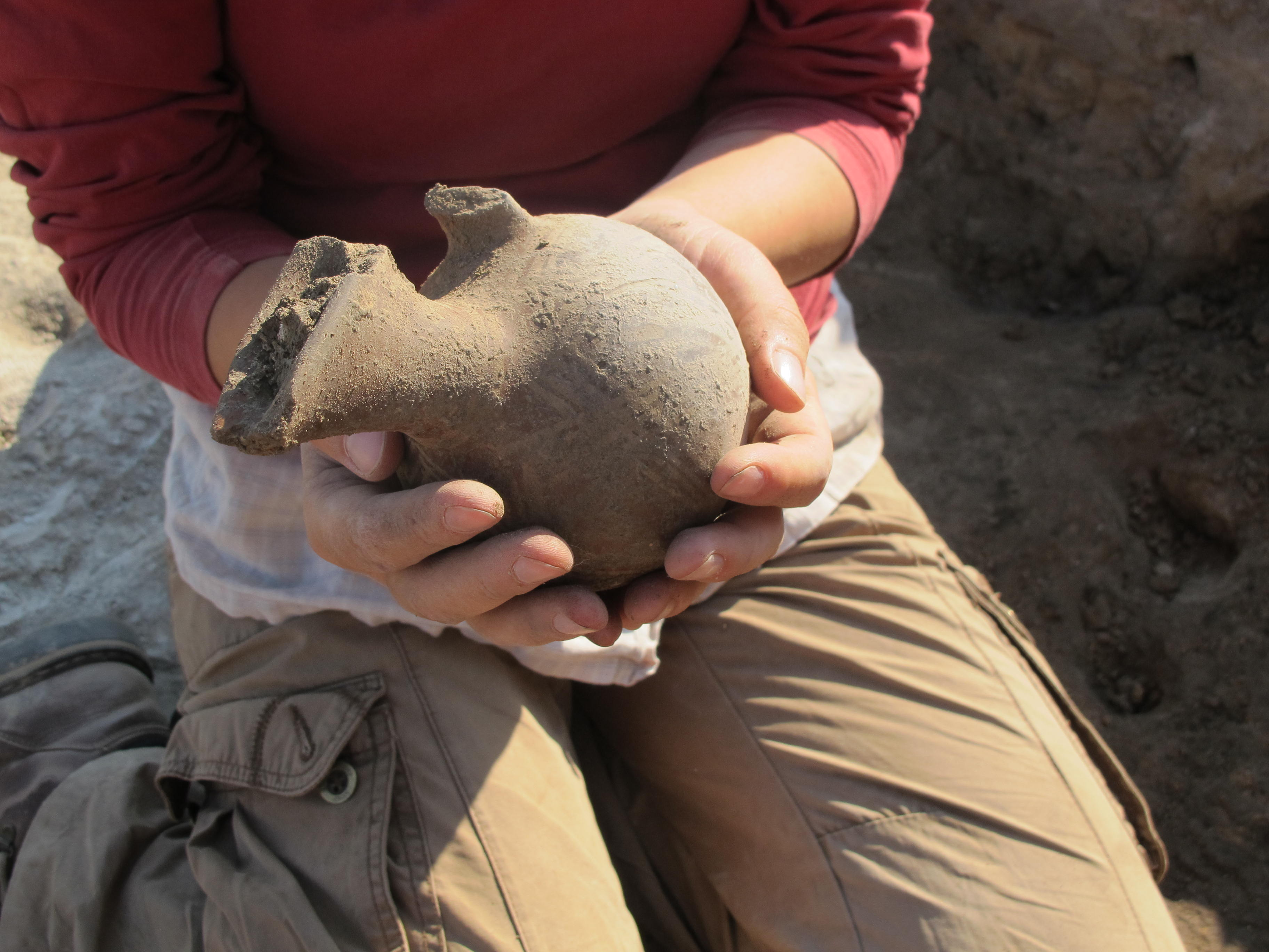 Excavating an Early Bronze Age pitcher