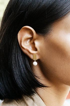 Mini Pearl Earrings Gold