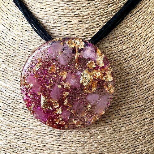 Colar Medalha Orgonite com Folhas de Ouro - Trono Feminino do Amor - Oxum