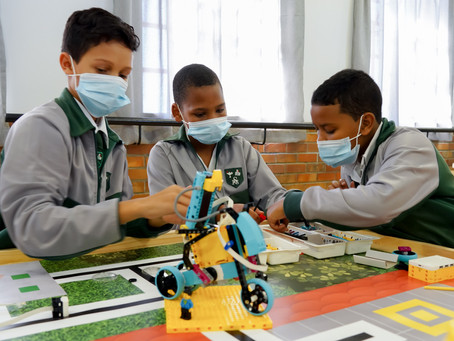 Silverlea first SA primary school with Sakhikamva 4IR lab