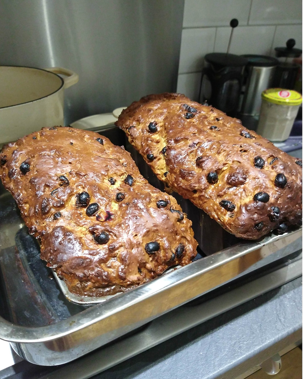 Picture of cooked cramique loaves fresh out of the oven