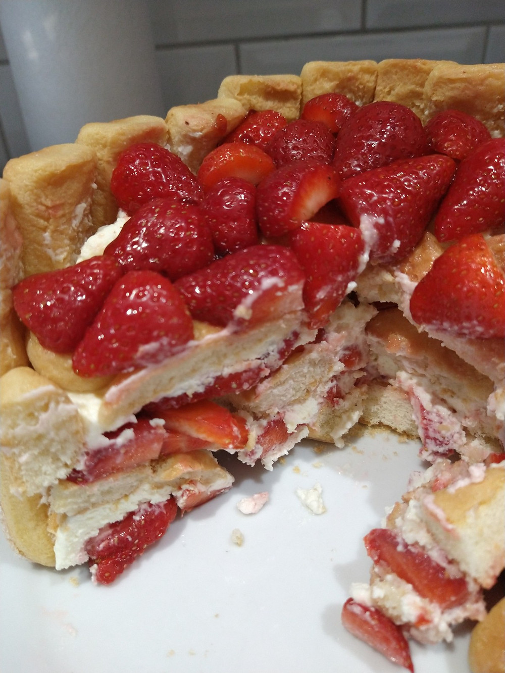 Strawberry charlotte falling apart after it's been sliced