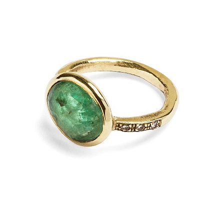One of a kind yellow gold ring with emerald and champagne diamonds