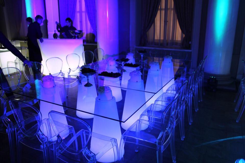 Аренда фуршетных столов Москва