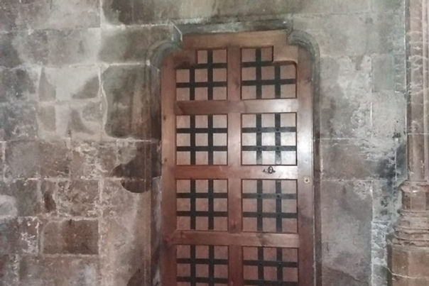 Porta sacristiaGirona.jpg