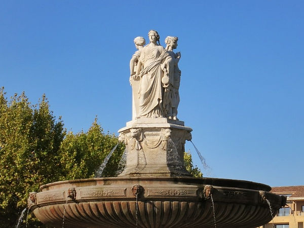 Fontaine-de-la-Rotonde-Statues-Aix-en-Pr