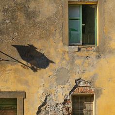 Tuscan shadow
