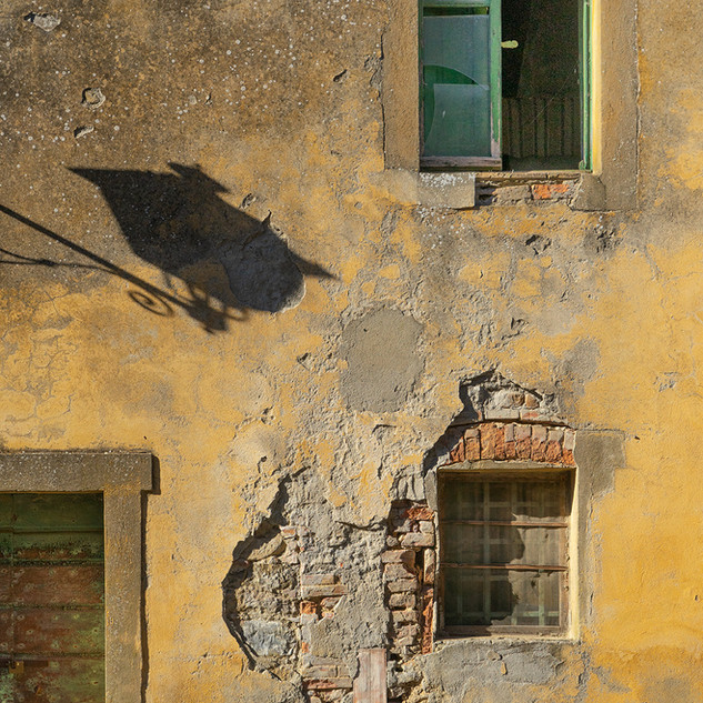 Tuscan shadows