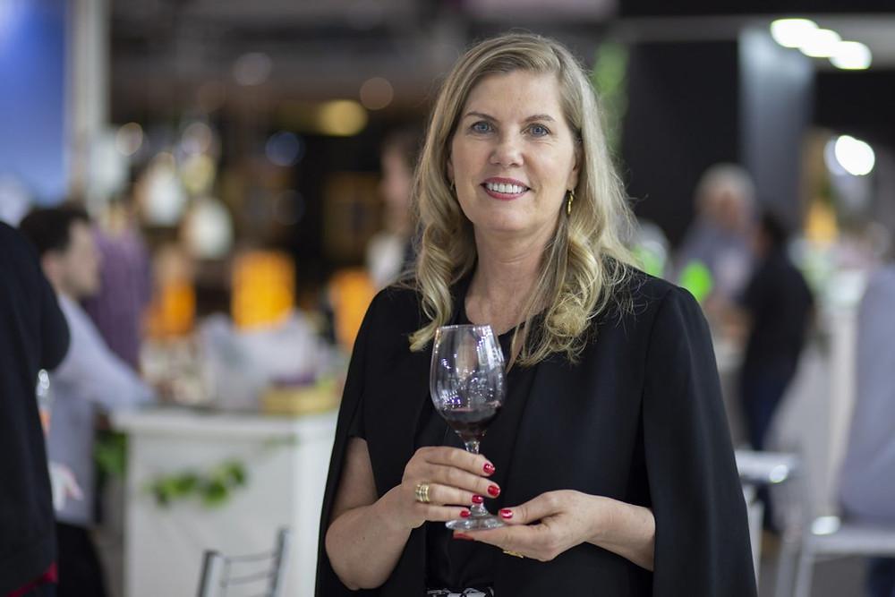 Regina Vanderline é brasileira e presidente da Organização Internacional da Vinha e do Vinho
