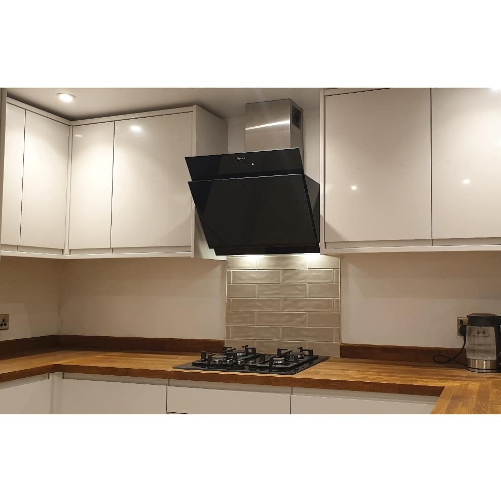 Hob, Extractor & Tiled Splashback
