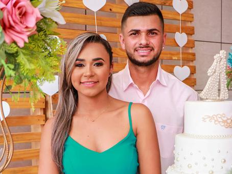 Casal que planeja junto comemora nova aquisição para construir a casa do seu jeito