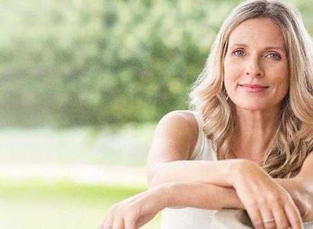 Menopausa: Pele da mulher após os 50 anos - saiba como cuidar e amenizar os sinais do tempo