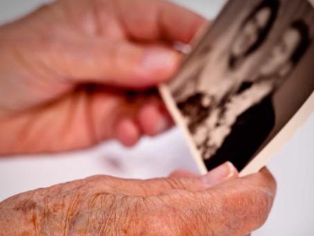 Alzheimer: Afeta mais mulheres do que homens e o motivo é simples