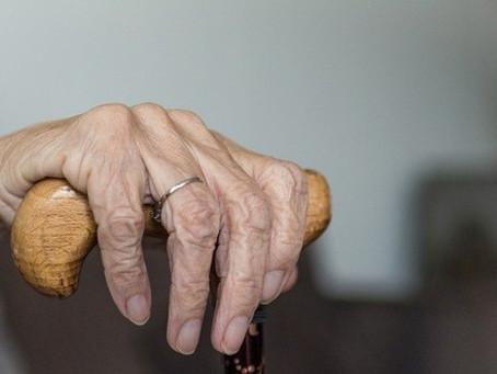 Alzheimer: Criar metas pode ajudar pessoas com demência em estágio inicial