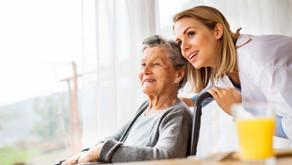 Alzheimer: Unimed oferece curso profissionalizante gratuito e online para cuidador de idosos