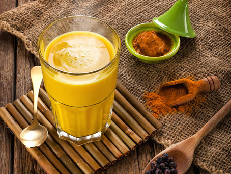 Alzheimer: 10 benefícios do leite dourado (açafrão) e como fazer