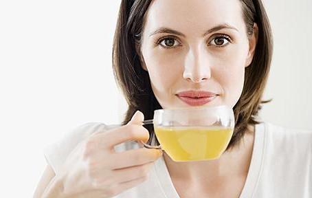 Menopausa: Chás para aliviar a cólica menstrual e os sintomas da menopausa