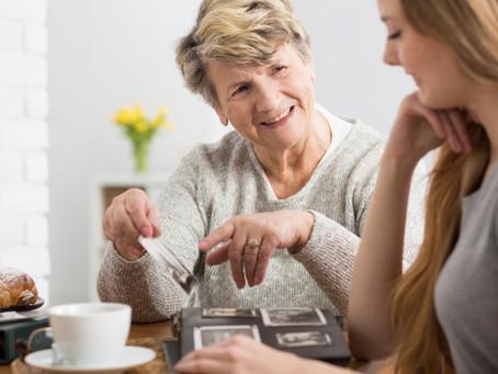 Alzheimer: Projeto de Lei propõe dedução de despesas com cuidadores de idosos no IR
