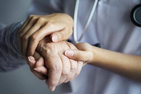 Alzheimer: Abertas 100 vagas para curso de cuidador de idosos no ES