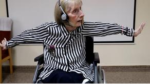 Alzheimer: Música faz mulher com Alzheimer lembrar movimentos de quando era bailarina