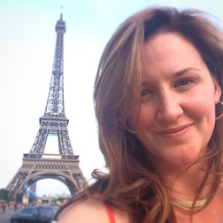 selfie-in-front-of-eiffel-tower.jpg