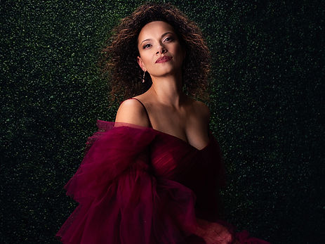woman-in-red-ballgown-boxwood-bkgd-spring-city-pa.jpg