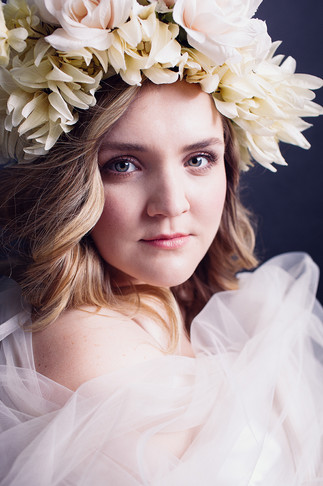 curvy-girl-flowercrown-beauty.jpg