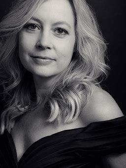 amie-schroeder-portrait-middle-age-woman