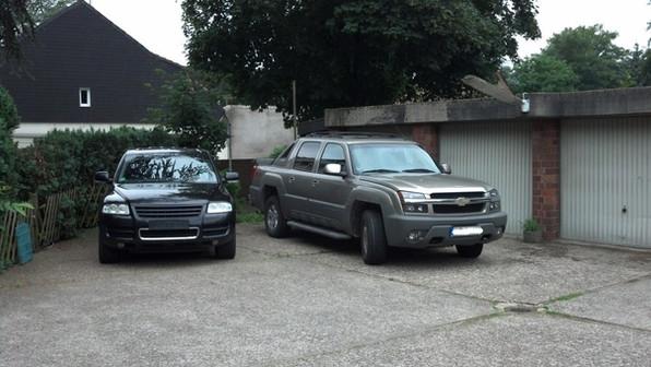 Touareg und Chevy ... 10,4l Hubraum im Hof
