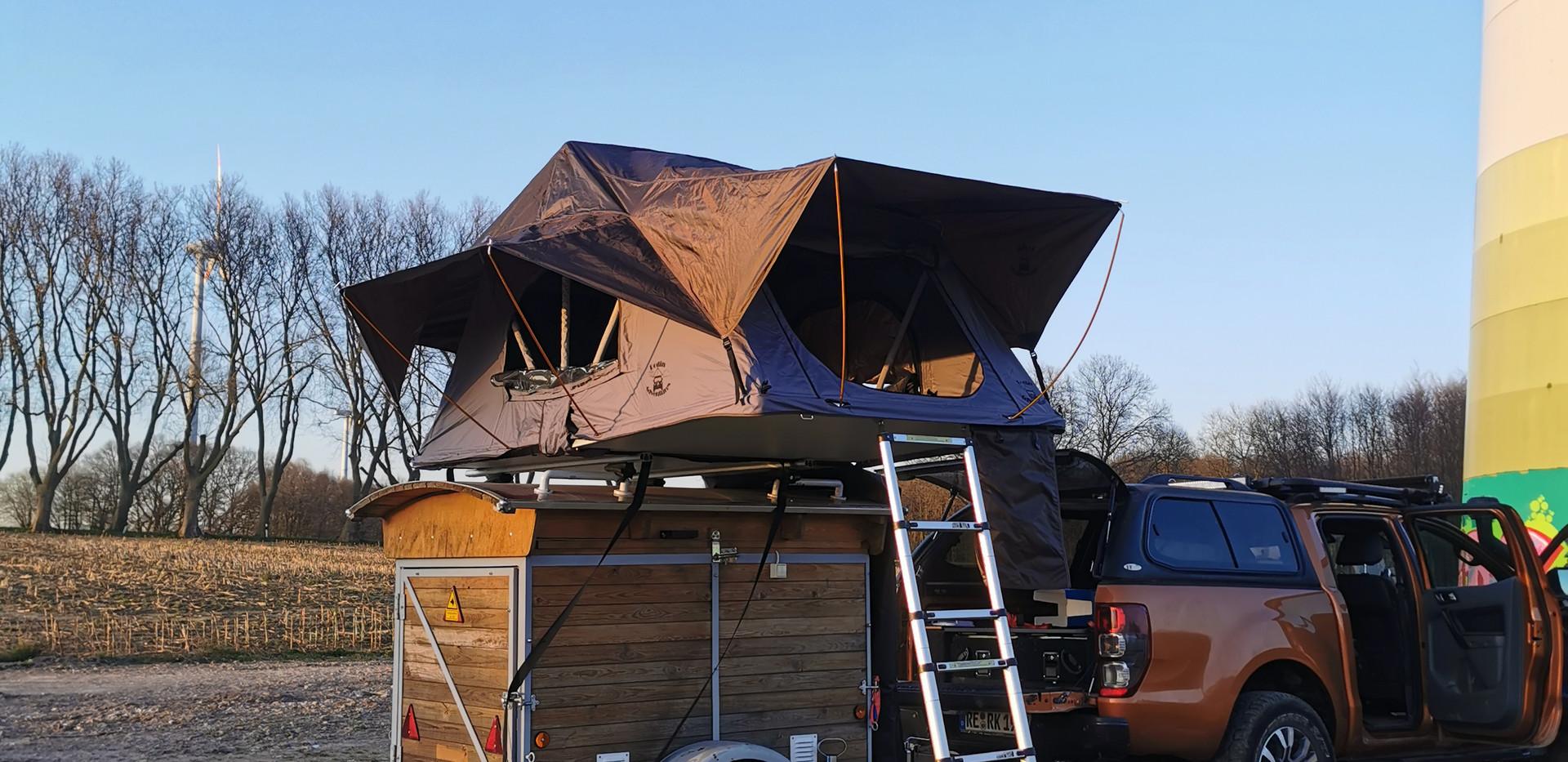 Forester auf unserem Base-Camp-Anhänger.