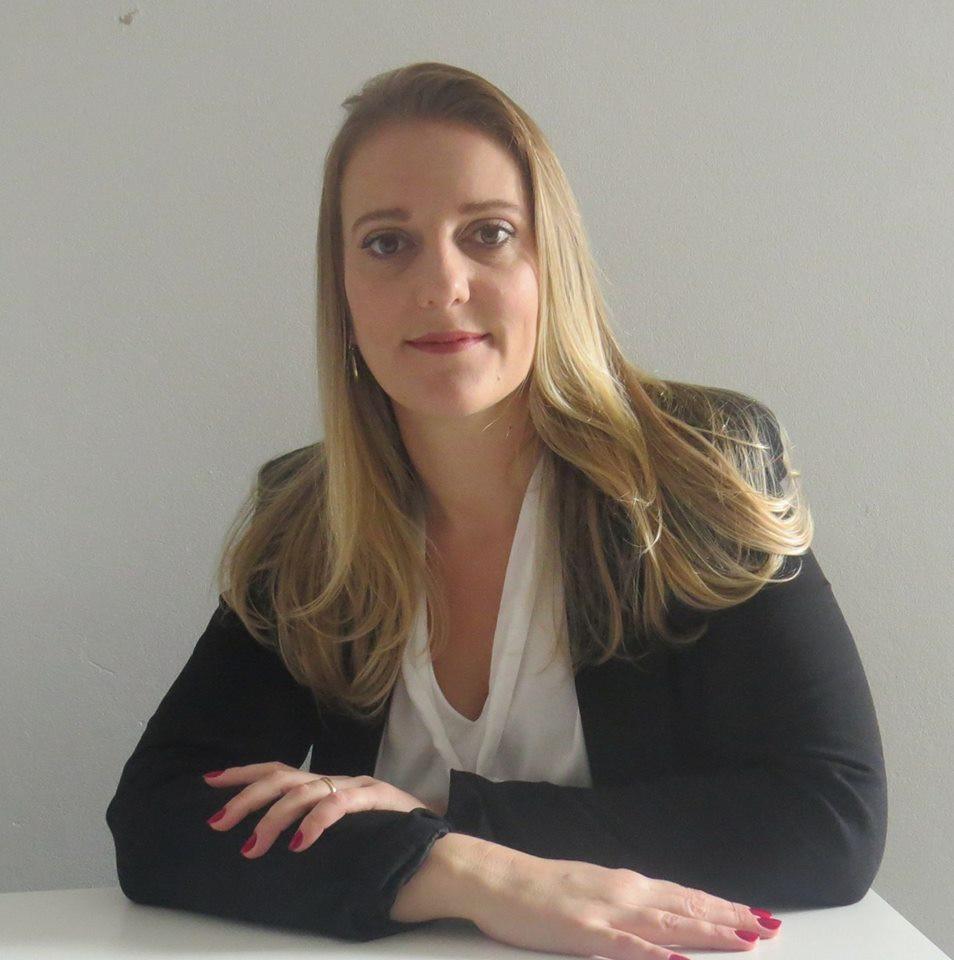 ALINE LAUX DANELON      Professora,  Advogada,  Pós-graduada em Direito Previdenciário e Direito do Trabalho,  Pós Graduanda em Previdência do Servidor Público Aplicada.