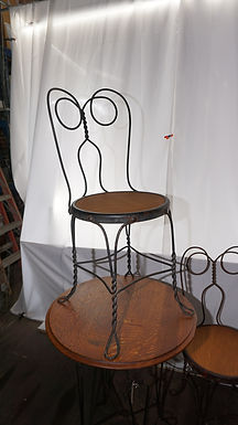 1900s Oak Ice Cream Table With 4 Chairs