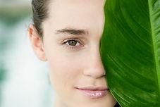 Gesicht einer Frau als visuelle unterstützung für den Erfahrungsbericht der Schamanichen arbeit von Kuyay Lorena