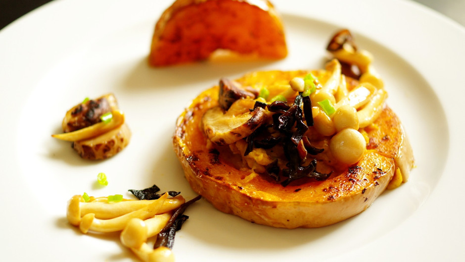 Purée de butternut confit, tahini et champignons d'Asie