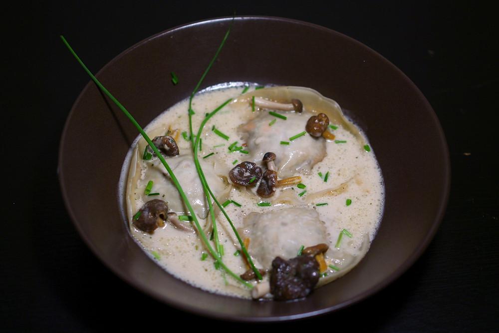 raviole bouillon emulsion citronelle gingembre champignon asie