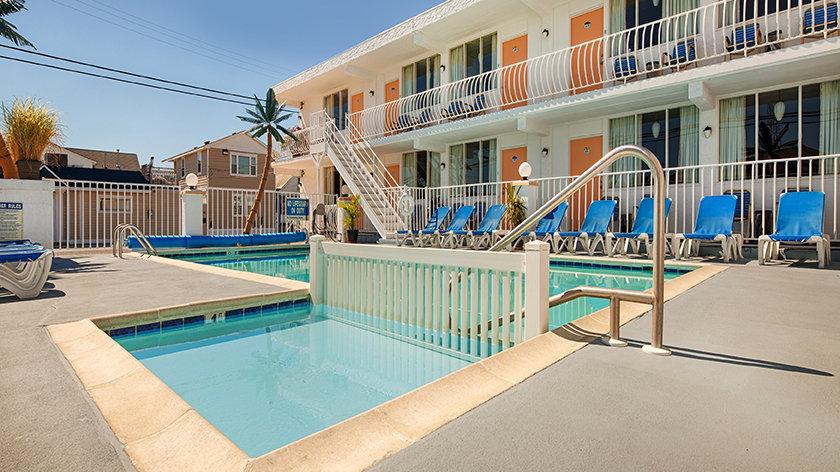 Daytona Inn pool