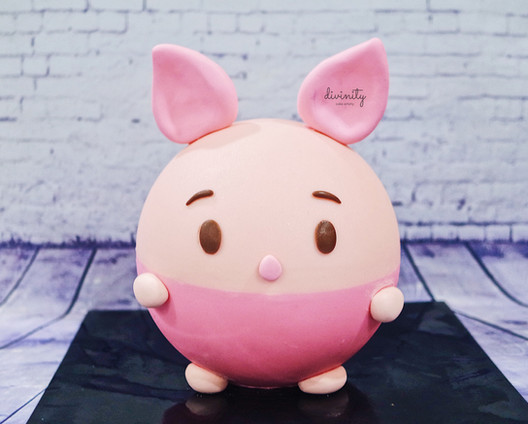 Piglet Smash Cake with sweets