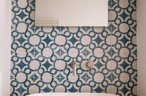 Room Escher_bath details Giardini Calce_LuxuryRooms.jpg