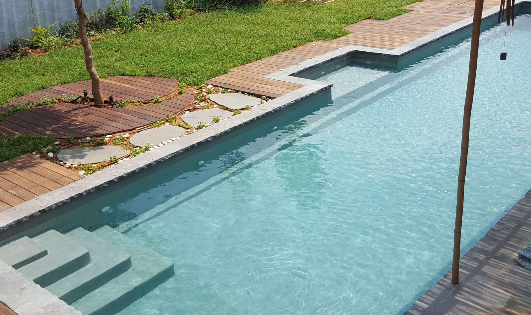 בריכת שחיה מבטון