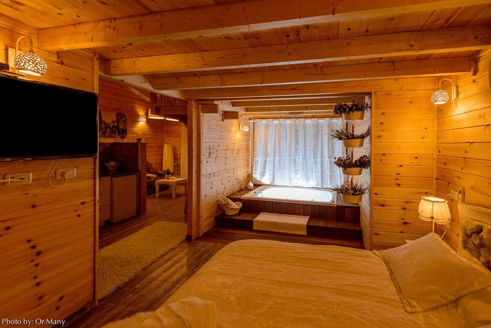 בית עץ אורן חדר שינה