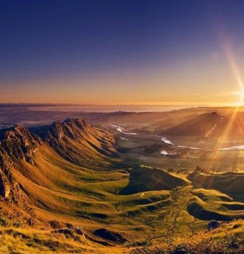 sunrise-from-te-mata-peak-napier-new-zea